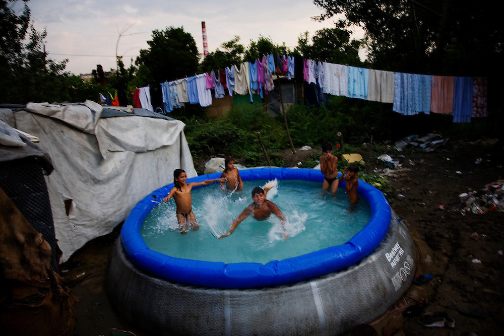 Children play in an inflatable swimming pool in the Stara Gazela camp.