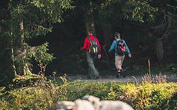 THEMENBILD - Wanderer mit Rucksäcken gehen auf einem schmalen Schotterweg, aufgenommen am 13. Oktober 2019 in Saalbach Hinterglemm, Oesterreich // Hikers with backpacks walk on a narrow gravel path, in Saalbach Hinterglemm in Austria on 2019/10/13. EXPA Pictures © 2019, PhotoCredit: EXPA/Stefanie Oberhauser