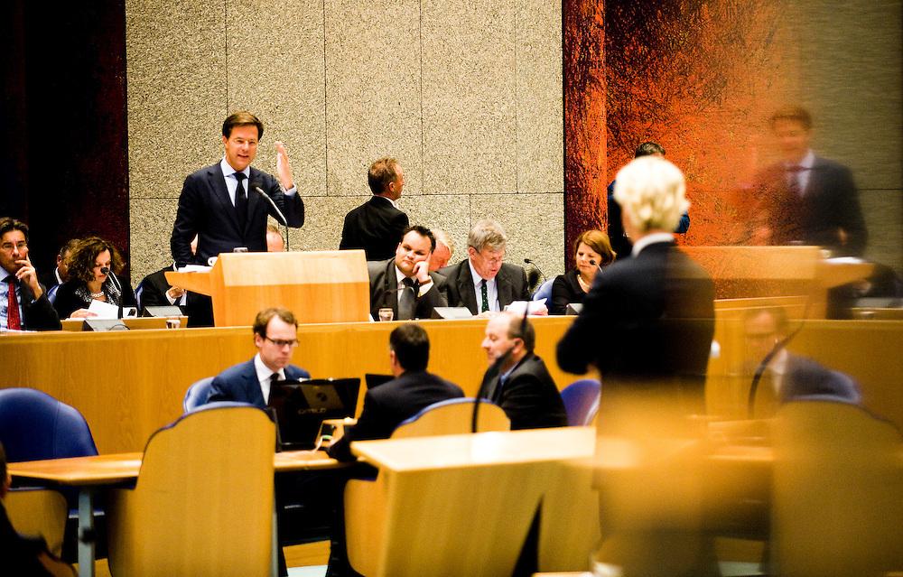 Nederland, den Haag, 22 sept  2011.Algemene Politieke Beschouwingen in de Tweede Kamer..Premier Rutte (vvd) beantwoordt de kamer. Wilders aan de interruptiemicrofoon. In een reflectie is Rutte nog een keer te zien..Foto(c): Michiel Wijnbergh