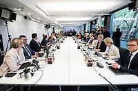 14 NOV 2018, POTSDAM/GERMANY:<br /> Angela Merkel (linke Seite Mitte), CDU, Bundeskanzlerin,  Klausurtagung des Bundeskabinetts, Hasso Plattner Institut (HPI), Potsdam-Babelsberg<br /> IMAGE: 20181114-01-123<br /> KEYWORDS; Kabinett, Klausur, Tagung, Sitzung, Übersicht, Uebersicht