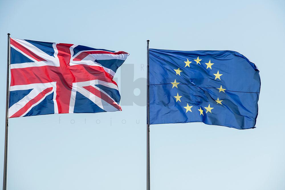 09 APR 2019, BERLIN/GERMANY:<br /> Flaggen Vereinigtes Koenigreich und Europaeische Union, waehrend dem Besuch von T heresa M ay, Premierministerin  Vereinigtes Koenigreich, und A ngela M erkel, Bundeskanzlerin, Bundeskanzleramt<br /> IMAGE: 20190409-01-003<br /> KEYWORDS: Fahnen, Flagge, Flag, Flags, Vereinigten Königreich, United Kingdom, Großbritannien, Grossbritannien