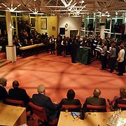 Nieuwjaarsreceptie gemeente Huizen 2002, optreden Moclassingers in de raadzaal