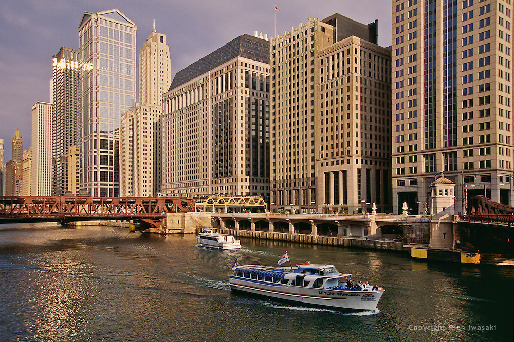 Tour boats on the Chicago River in Chicago, Illinois