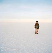 Portrait of woman with young boy in traditional dress on Salar de Uyuni salt flats, Bolivia