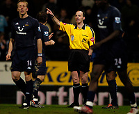 Fotball<br /> England 2004/2005<br /> Foto: SBI/Digitalsport<br /> NORWAY ONLY<br /> <br /> Bolton Wanderers v Tottenham Hotspurs, Barclays Premiership, 01/02/2005.<br /> Referee Mike Dean waves away Tottenham protests as he awards Bolton a penalty.