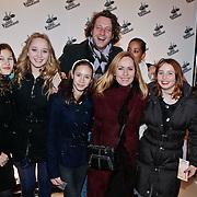 NLD/Amsterdam/20101228 - Inloop The voice of Holland 2010 concert, Angela Groothuizen, partner Rob Mooij en docter en familie