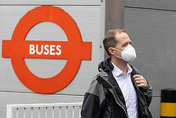 Licensed to London News Pictures. 20/10/2021. London, UK. Offices workers wear masks at Victoria, London today as NHS chiefs urge the government to bring back face masks and restrictions to avoid a winter crisis. Yesterday, Prof Neil Ferguson called for face mask to return this winter as Covid cases continue to rise with the UK hitting 44,000 cases a day. Downing Street have also warned that winter will be challenging as a new Delta variant is causing growing concern among experts. Photo credit: Alex Lentati/LNP