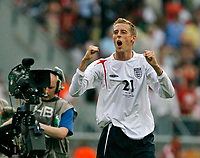 Photo: Glyn Thomas.<br />England v Trinidad & Tobago. Group B, FIFA World Cup 2006. 15/06/2006.<br /> England's Peter Crouch celebrates at the end of the match.