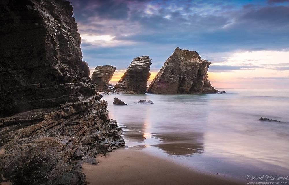 Playa catedral rocks.