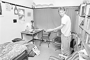 Nederland, Nijmegen, 15-10-1988En studentenkamer in een studentenflat van de stad eind tachtiger jaren. Op kamers gaan. Geschiedenis,historie,historisch,historische,verleden, Foto: Flip Franssen