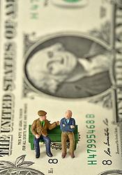 SYMBOLBILD - Rente, Rentner, Pension, Pensionisten, Geldscheine, US-Dollar // pension, pensioners, banknotes, dollars. EXPA Pictures © 2015, PhotoCredit: EXPA/ Eibner-Pressefoto/ Weber<br /> <br /> *****ATTENTION - OUT of GER*****