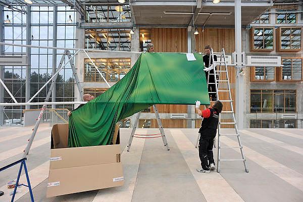 Nederland, Grubbenvorst, 24-11-2011Tussen Venlo en Horst aan de Maas wordt in april 2012 de Floriade geopend. Men is al bezig met de inrichting van de tentoonstellingsgebouwen: de klimaatneutrale kas Villa Flora en de Innovatoren. Floriade 2012 kent twee opdrachtgevers: Nederlandse Tuinbouwraad, NTR. Het doel van de NTR is om in binnen- en buitenland het imago van de Nederlandse tuinbouw te bevorderen en de afzet van tuinbouwproducten te ondersteunen. Het belangrijkste middel om dit doel te bereiken is de Wereldtuinbouwtentoonstelling Floriade.Foto: Flip Franssen/Hollandse Hoogte