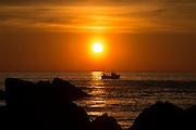 Fishingboat in sunset | Fiskebåt i solnedgang