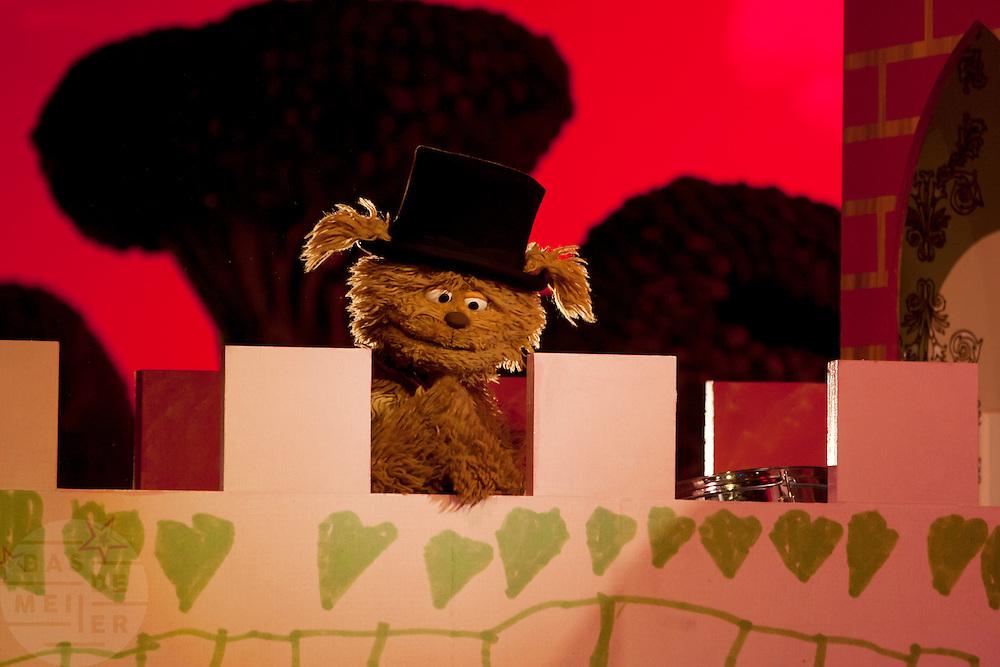 Sesamstraat figuur Tommie.<br /> <br /> Sesame Street figure Tommie.
