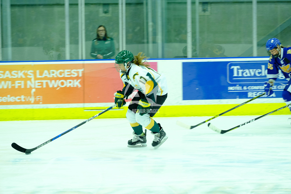 2nd year forward Lilla Carpenter-Boesch (17) of the Regina Cougars in action during the Women's Hockey Home Game on October 21 at Co-operators Arena. Credit Matt Johnson/©Arthur Images 2017