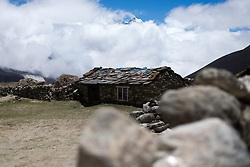 """THEMENBILD - Wanderung im Sagarmatha National Park in Nepal, in dem sich auch sein Namensgeber, der Mount Everest, befinden. In Nepali heißt der Everest Sagarmatha, was übersetzt """"Stirn des Himmels"""" bedeutet. Die Wanderung führte von Lukla über Namche Bazar und Gokyo bis ins Everest Base Camp und zum Gipfel des 6189m hohen Island Peak. Aufgenommen am 19.05.2018 in Nepal // Trekkingtour in the Sagarmatha National Park. Nepal on 2018/05/19. EXPA Pictures © 2018, PhotoCredit: EXPA/ Michael Gruber"""
