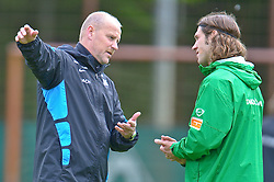 11.05.2010, Platz 5, Bremen, GER, 1.FBL, Werder Bremen Training, im Bild  Thomas Schaaf ( Werder  - Trainer  COACH) und Torsten Frings ( Werder  #22 )   EXPA Pictures © 2010, PhotoCredit: EXPA/ nph/  Kokenge / SPORTIDA PHOTO AGENCY
