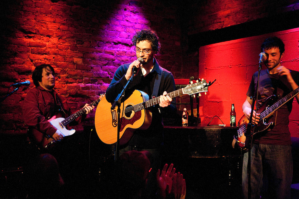 NEW YORK, NY - MARCH 20: American singer-songwriter Amos Lee performs with his band at Rockwood Music Hall on March 20, 2008 in New York, New York. (PHOTO CREDIT: Eric M. Townsend)