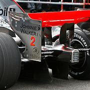 NLD/Schiphol/20100913 - McLaren Formule 1 coureur Lewis Hamilton racet tegen een virtuele auto van Vodafone op landingsbaan Schiphol