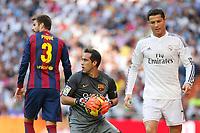 Real Madrid´s Cristiano Ronaldo (R) and Barcelona´s Pique and goalkeeper Bravo during La Liga match between Real Madrid and F.C. Barcelona in Santiago Bernabeu stadium in Madrid, Spain. October 25, 2014. (ALTERPHOTOS/Victor Blanco)