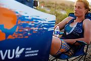 Rosa Bas is teleurgesteld na de avondrun op de zevende en laatste racedag. Het Human Power Team Delft en Amsterdam, dat bestaat uit studenten van de TU Delft en de VU Amsterdam, is in Amerika om tijdens de World Human Powered Speed Challenge in Nevada een poging te doen het wereldrecord snelfietsen voor vrouwen te verbreken met de VeloX 9, een gestroomlijnde ligfiets. Dat staat sinds 13 september 2019 op naam van Ilona Peltier met 126,52 km/u. De Canadees Todd Reichert is de snelste man met 144,17 km/h sinds 2016.<br /> <br /> With the VeloX 9, a special recumbent bike, the Human Power Team Delft and Amsterdam, consisting of students of the TU Delft and the VU Amsterdam, wants to set a new woman's world record cycling in September at the World Human Powered Speed Challenge in Nevada. The current record is 126,52 km/h by Ilona Peltier.  The fastest man is Todd Reichert with 144,17 km/h.