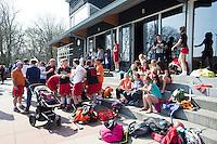 BLOEMENDAAL - HOCKEY - gezelligheid op het terras van hockeyclub HBS.    . COPYRIGHT KOEN SUYK