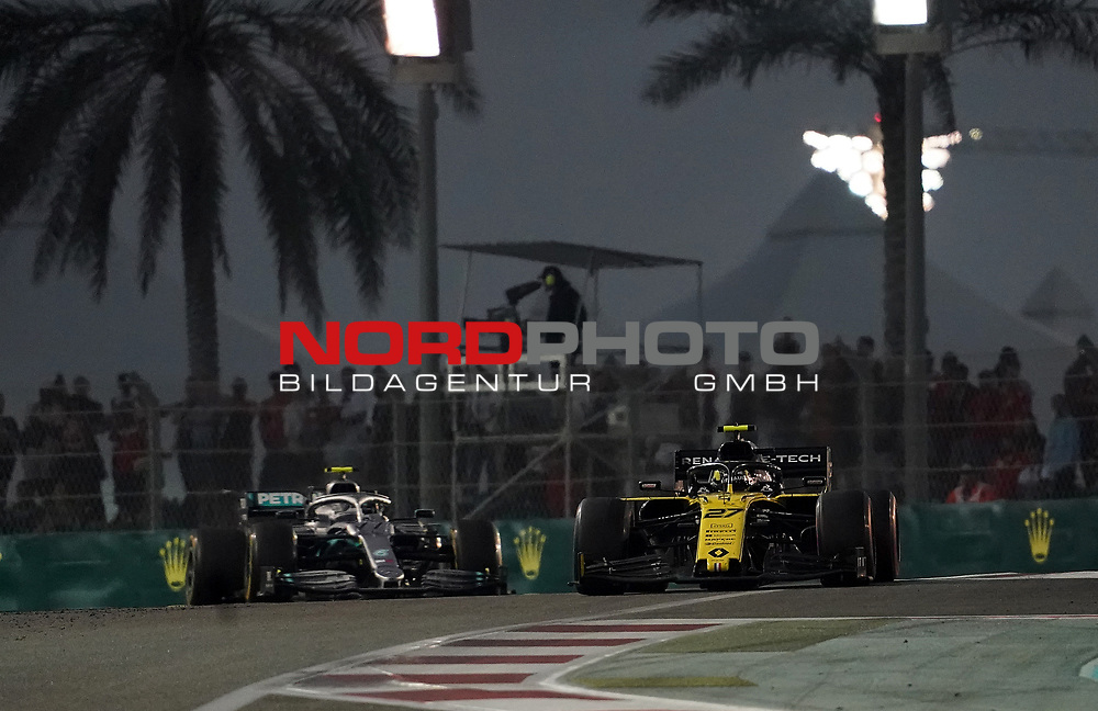 01.12.2019, Yas Marina Circuit, Abu Dhabi, FORMULA 1 ETIHAD AIRWAYS ABU DHABI GRAND PRIX 2019<br />, im Bild<br />Nico Hülkenberg (GER#27), Renault F1 Team, Valtteri Bottas (FIN#77), Mercedes-AMG Petronas Motorsport<br /> <br /> Foto © nordphoto / Bratic