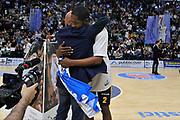 DESCRIZIONE : Beko Legabasket Serie A 2015- 2016 Dinamo Banco di Sardegna Sassari - Manital Auxilium Torino<br /> GIOCATORE : Stefano Sardara Jerome Dyson<br /> CATEGORIA : Fair Play Maglia Scudetto Ritratto Before Pregame<br /> SQUADRA : Dinamo Banco di Sardegna Sassari<br /> EVENTO : Beko Legabasket Serie A 2015-2016<br /> GARA : Dinamo Banco di Sardegna Sassari - Manital Auxilium Torino<br /> DATA : 10/04/2016<br /> SPORT : Pallacanestro <br /> AUTORE : Agenzia Ciamillo-Castoria/C.Atzori