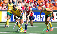 THE HAGUE - South Africa (RSA) vs England. Sophie Bray (m) from England with Pietie Coetzee (l) and Tarryn Bright. COPYRIGHT KOEN SUYK