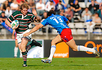 Photo: Henry Browne.<br /> Stade Francais v Leicester Tigers. Heineken Cup.<br /> 29/10/2005.<br /> Ollie Smith of Tigers fends off Geoffroy Messina of Stade.