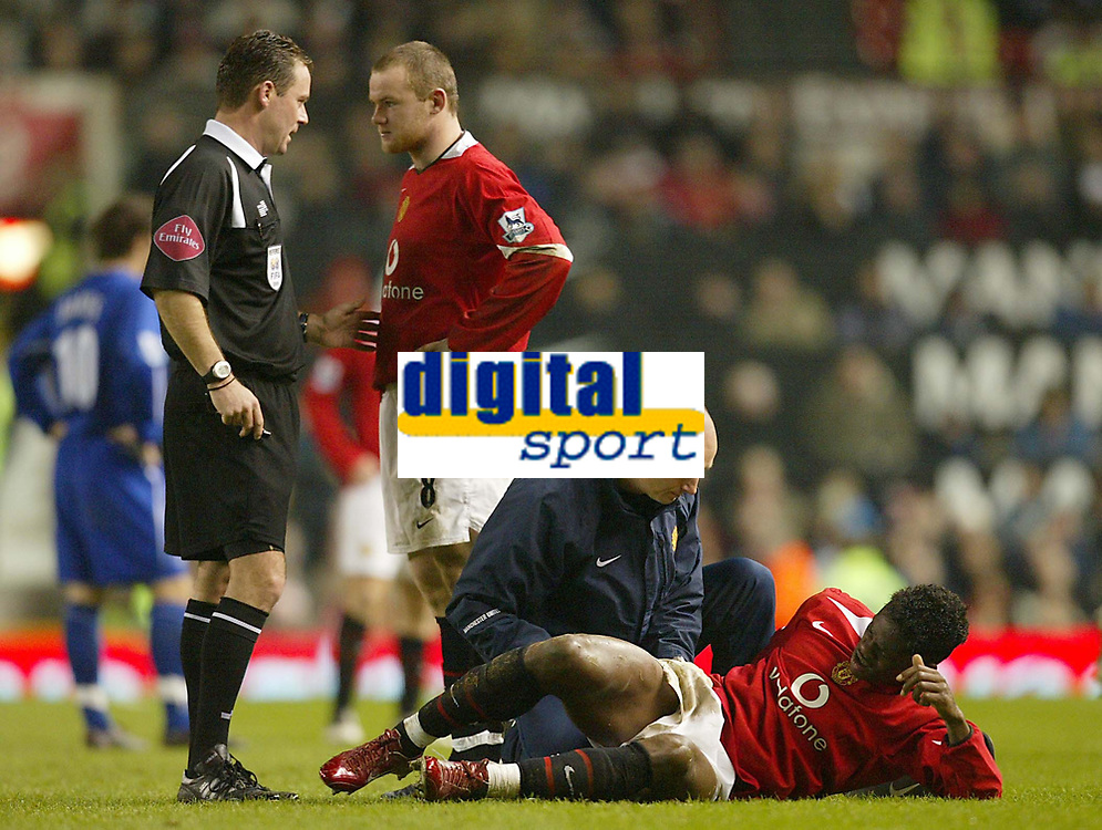 Photo: Aidan Ellis.<br /> Manchester United v Everton. The Barclays Premiership.<br /> 11/12/2005.<br /> United's Wayne Rooney has a moan with the referee as Louis Saha lays injured on the ground