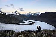 Fototourist bei der Monte-Rosa-Hütte mit dem Grenz- und Gornergletscher und dem Matterhorn; Zermatt, Wallis, Schweiz / <br /> <br />  Photo tourist at the Monte Rosa Hut with the Grenz and Gorner Glaciers and the Matterhorn; Zermatt, Valais, Switzerland