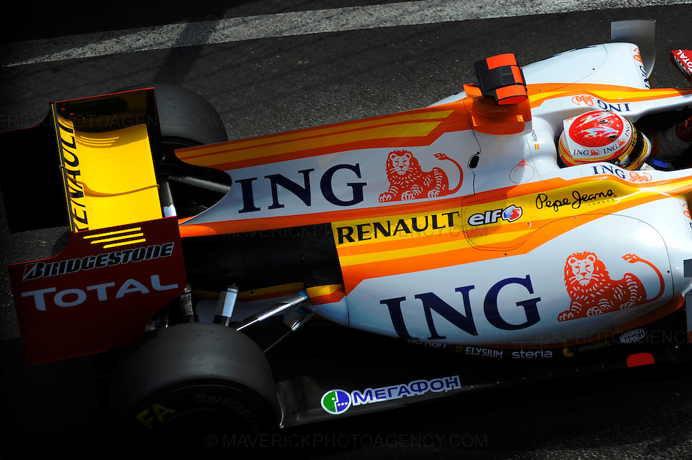 Renault driver Fernando Alonso photographed during Qualifying for the 2009 Monaco Grand Prix.
