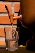 Sao Paulo_SP, Brasil...Copo em um fitro de agua...A glass in water filter...Foto: MARCUS DESIMONI /  NITRO