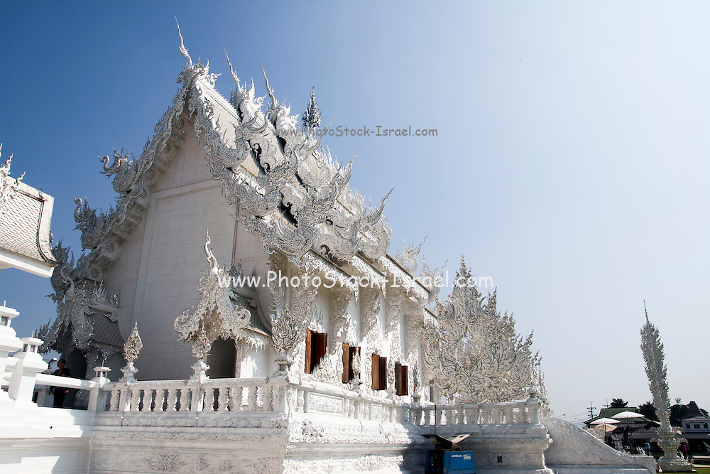 White temple, Wat Rong Khun by the artist Chalermchai Kositpipat in Chiang Rai, northern Thailand