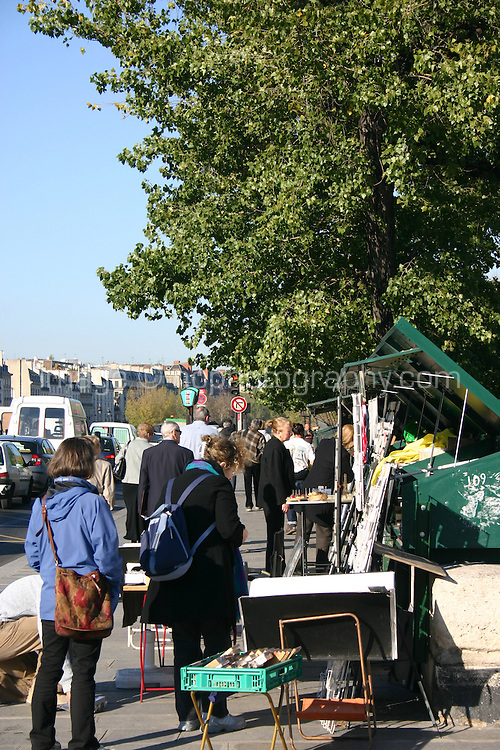 Traders selling books and prints, bouquinistes, Left Bank, River Seine, Paris, France<br />