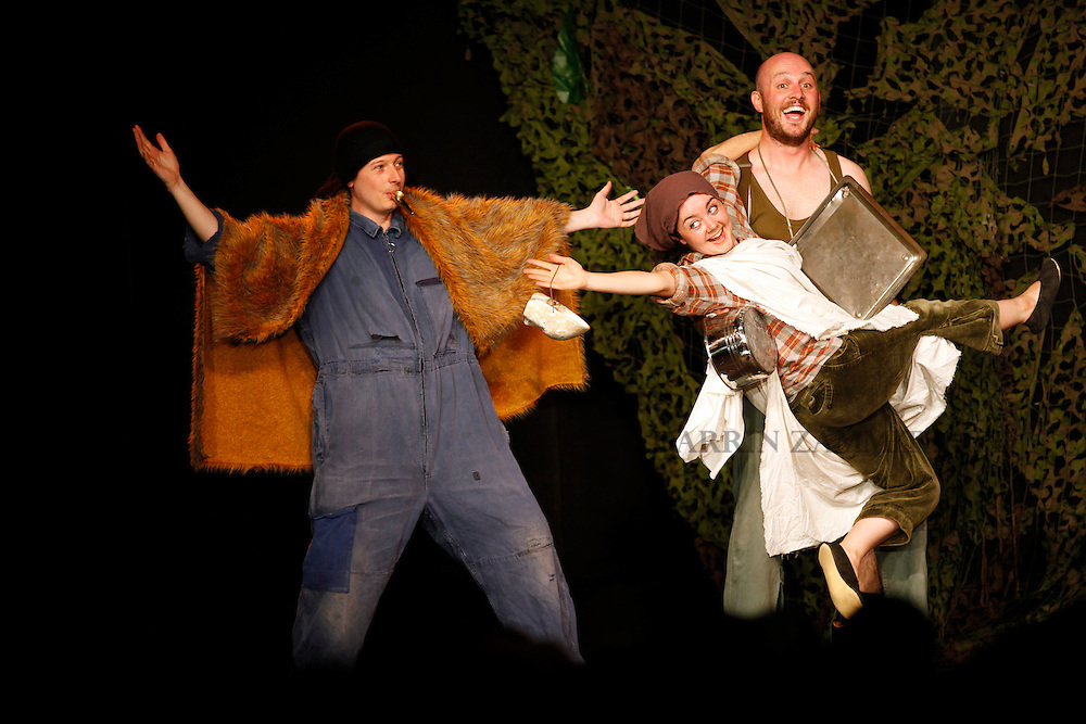 A Midsummer Night's Dream.TNT Theatre Britain.directed by Paul Stebbings.San Anton Palace