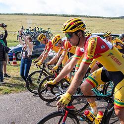 23-08-2020: Wielrennen: NK elite: Drijber. <br />Burgemeester Midden Drenthe Mieke Damsma schiet de renners weg