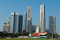 Singapour. St. Andrew's road, l'Hôtel de Ville, le Singapore Cricket  Club et le Busness center. // Singapore. St Andrew's road, the City hall, the Singapore Cricket Club and Busness center.