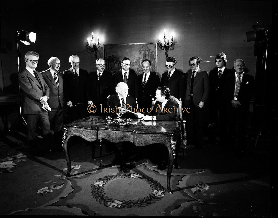 29/03/1976<br /> 03/29/1976<br /> 29 March 1976<br /> Petroleum exploration licences signed at Iveagh House, Dublin. Minister for Industry and Commerce, Mr Justin Keating T.D. and senior oil company executives representing the firms to which licences were being granted signed petroleum exploration licences in respect of exploration offshore of Ireland. Image shows The Minister (seated right) signing the licence with Mr W.A. Roberts, Executive Vice President Philips Group, representing Philips, Getty Oil International and Century Power and Light.
