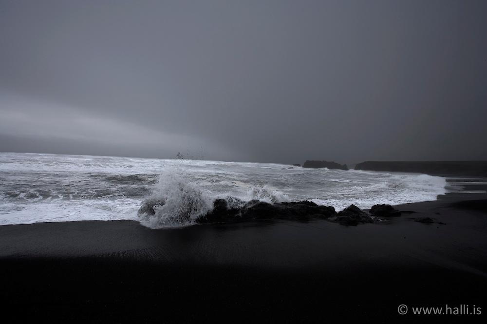 Brim og vont veður skammt frá Hvalnesi á Austfjörðum / Bad weather and heavy sea near Hvalnes, east coast of Iceland