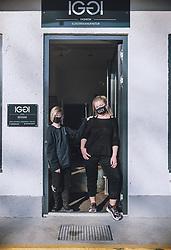 THEMENBILD - Irina mit Sohn Leon. Die Modedesignerin Irina Gahleitner, Inhaberin und kreativer Kopf von IGGI Fashion, stellt mit Hand modische MNS Masken während der Corona Pandemie her. Die gebürtige Russin, die seit über 10 Jahren im Pinzgau lebt, gründete das Modelabel IGGI Fashion 2018 und bietet Alpine-Lifestyle Mode mit dem gewissen Etwas an, aufgenommen am 10. April 2020, Saalfelden, Oesterreich // Irina with son Leon. The fashion designer Irina Gahleitner, owner and creative head of IGGI Fashion, produces fashionable MNS masks by hand during the Corona pandemic. Born in Russia and living in Pinzgau for over 10 years, she founded the label IGGI Fashion 2018 and offers alpine lifestyle fashion with that something special, Saalfelden, Austria on 2020/04/10. EXPA Pictures © 2020, PhotoCredit: EXPA/ JFK