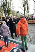 Koning Willem-Alexander opent de tentoonstelling Jheronimus Bosch - Visioenen van een genie in Het Noordbrabants Museum. <br /> <br /> King Willem-Alexander opens the exhibition Hieronymus Bosch - Visions of a genius in the North Brabant Museum.<br /> <br /> Op de foto / On the photo:  Koning Willem Alexander loopt van de kerk naar het museum  ///  King Willem Alexander walks from the church to the museum