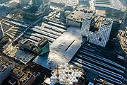 Nederland, Utrecht, Utrecht, 07-02-2018; Utrecht Centraal het grootste spoorwegknooppunt van Nederland. Nieuwe overkapping met onder andere Moreelsebrug, fiets- en voetgangersbrug.<br /> Utrecht Central Station, the largest railway junction in the Netherlands.<br /> luchtfoto (toeslag op standard tarieven);<br /> aerial photo (additional fee required);<br /> copyright foto/photo Siebe Swart