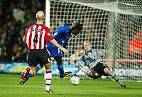 Photograph: Scott Heavey.<br />Southampton v Chelsea. FA Barclaycard Premiership. 22/11/2003.<br />Mario Melchiot scores the winning goal
