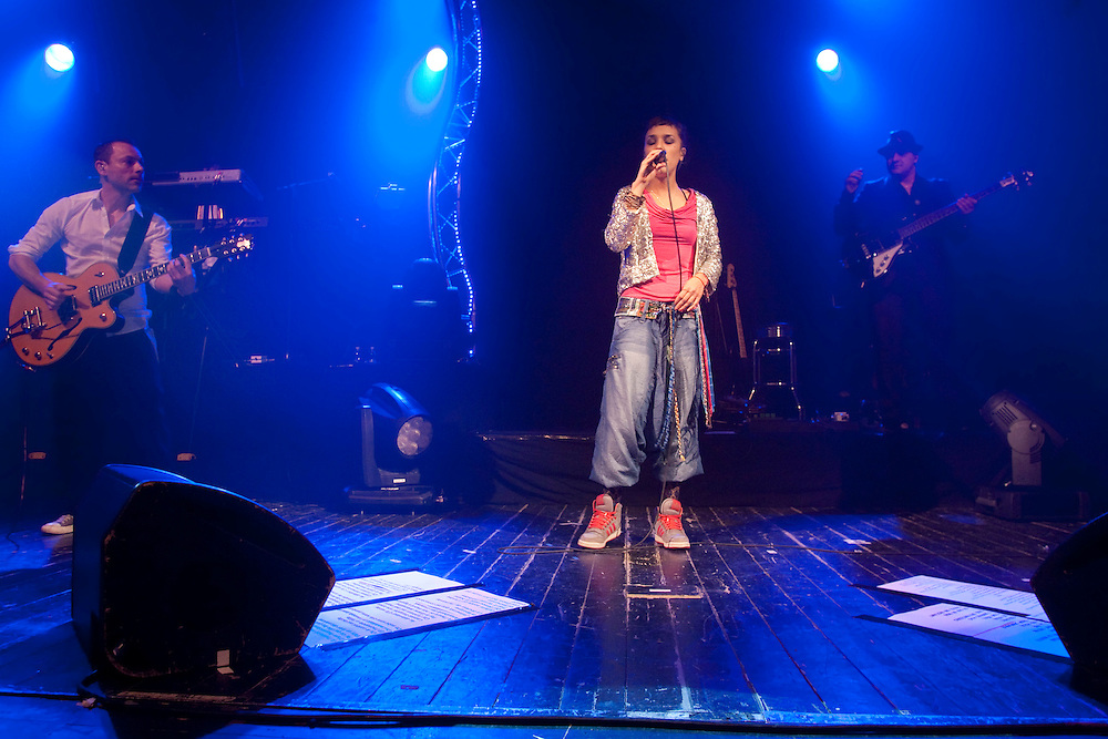 """ZAZ en concert tournée 2011.Chanson de l'année avec le titre """"je veux"""" au victoires de la musique 2011.concert a l'olympia les 5 et 6 avril 2011"""