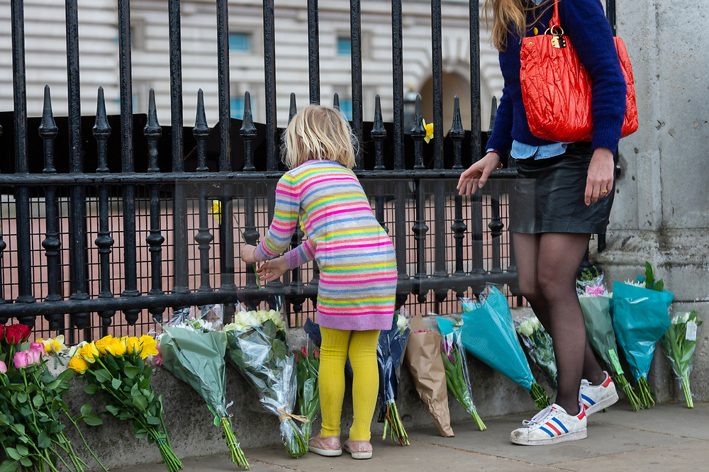 © Licensed to London News Pictures. 09/04/2021. LONDON, UK. Flowers placed by well wishers outside Buckingham Palace after the death of Prince Philip, aged 99, was announced.  Photo credit: Stephen Chung/LNP