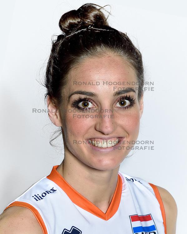 28-12-2015 NED: Nederlands Volleybalteam vrouwen, Arnhem<br /> Nederlands volleybalteam vrouwen op de foto met de nieuwe sponsorshirt ilionx / Myrthe Schoot #9