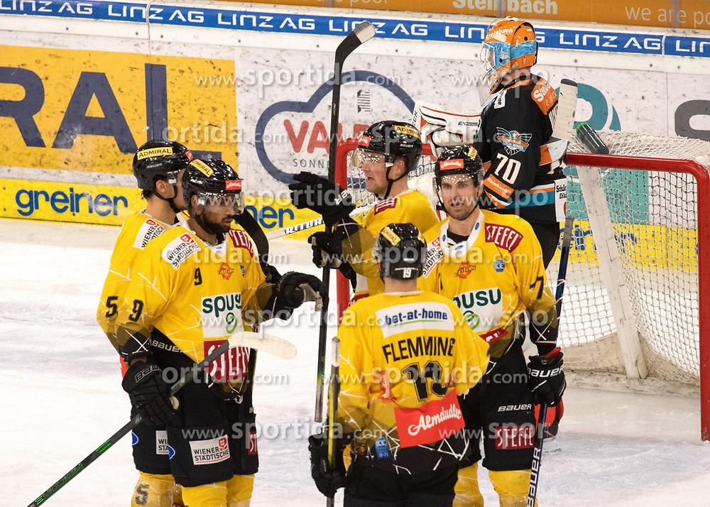 05.01.2021, Keine Sorgen Eisarena, Linz, AUT, ICE, Black Wings 1992 vs Vienna Capitals, 33. Runde, im Bild Die spusu Vienna Capitals feiern das Tor zum 2 zu 0 durch Ty Loney (spusu Vienna Capitals) // during the bet-at-home ICE Hockey League 33th round match between Black Wings 1992 and Vienna Capitals at the Keine Sorgen Eisarena in Linz, Austria on 2021/01/05. EXPA Pictures © 2020, PhotoCredit: EXPA/ Reinhard Eisenbauer