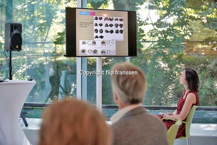 Nederland, Nijmegen, 26-6-2020  In museum het Valkhof werd vandaag een klein deel van een belangrijke archeologische vondst getoond. Het gaat om een Keltisch wagengraf, gevonden in de gemeente Heumen met veel metalen objecten . Een deel daarvan is nog in restauratie en conservatie . De resten zijn ontdekt door amateurbodemonderzoekers die met metaal detectoren de grond aftasten. Ze waren daarna illegaal opgegraven en slecht behandeld. Toch zijn ze opgedoken en overgedragen aan het Rijk .Foto: Flip FranssenFoto: Flip Franssen